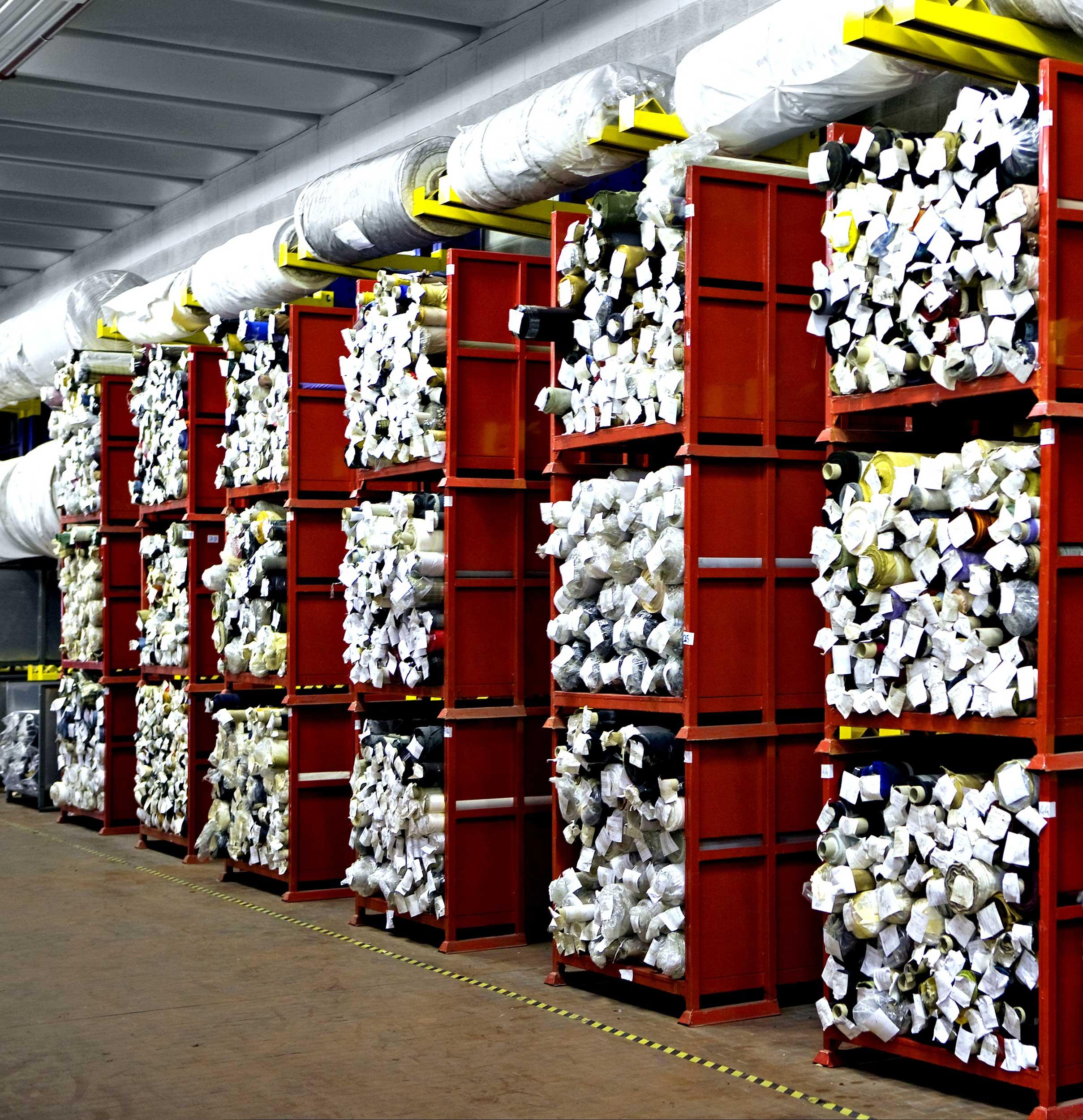 I contenitori metallici in lamiera, box paretali, Samit sono inseribili sia nel contesto dell´ambiente che in scaffalature, oppure accatastabili fra di loro