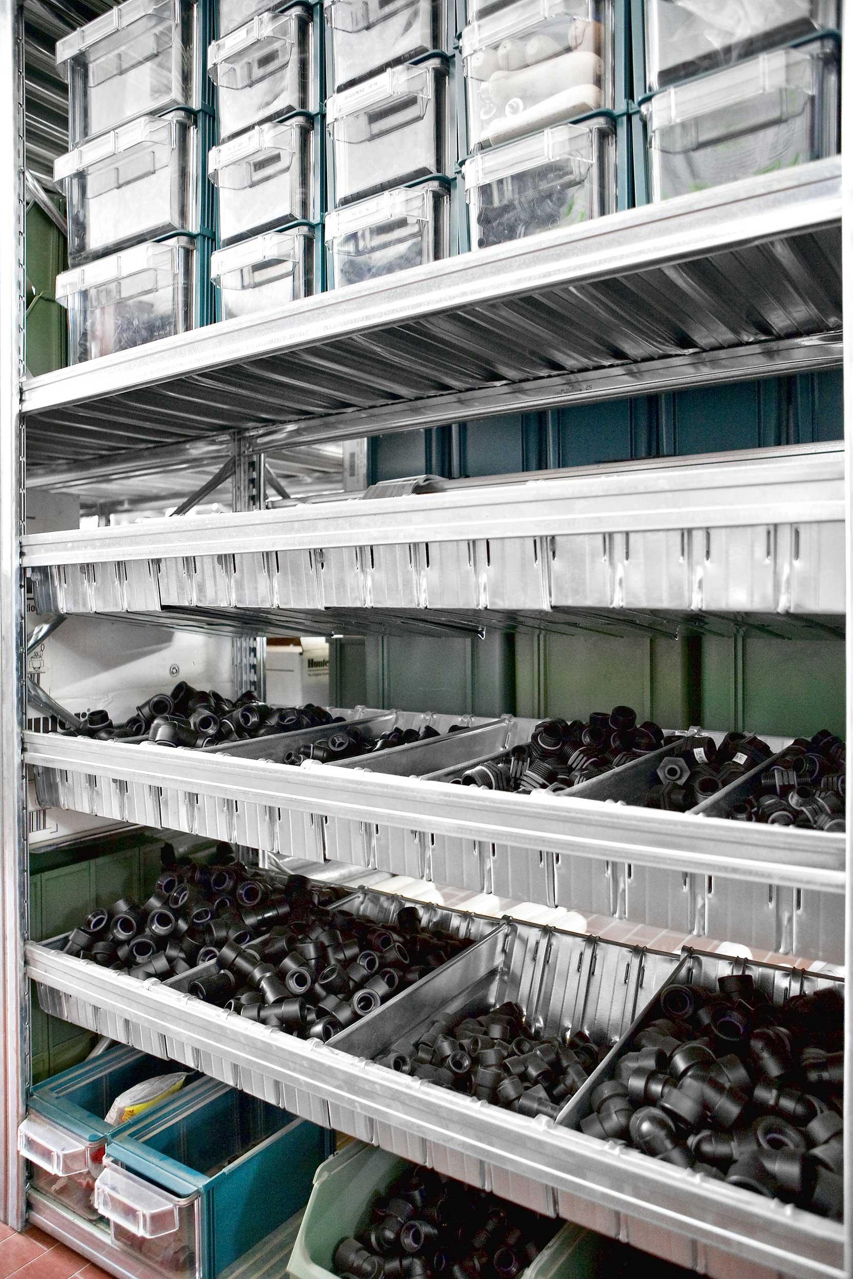 Le scaffalature in acciaio inox e zincate Samit risolvono in modo definitivo qualsiasi problema legato all'igiene e all'inalterabilità dei prodotti