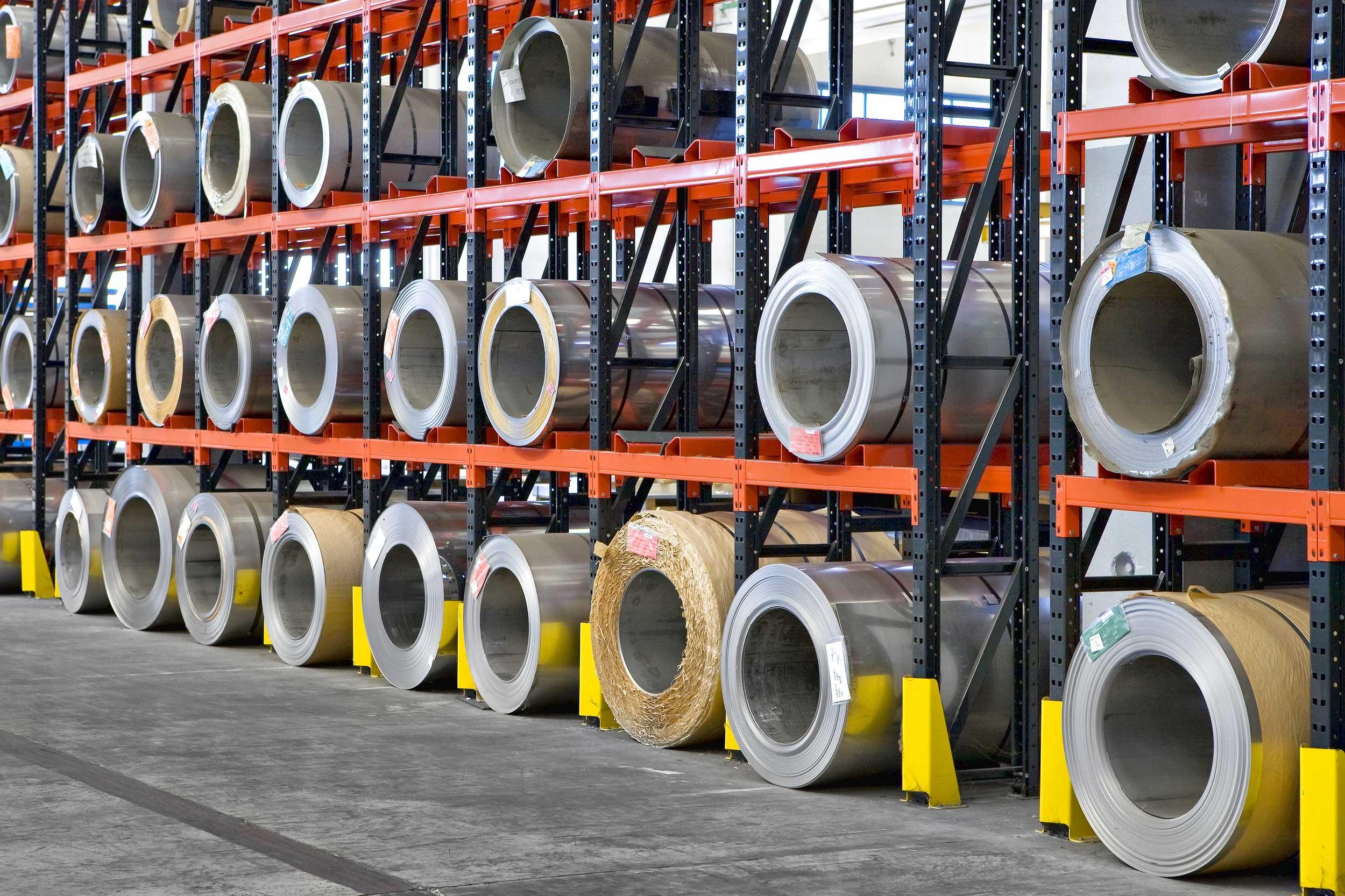 Le scaffalature portapallet Samit sono create per il contenimento di pallet di ogni tipo, misura e peso e valide per ogni tipo di settore produttivo dalla chimica, alla meccanica al tessile
